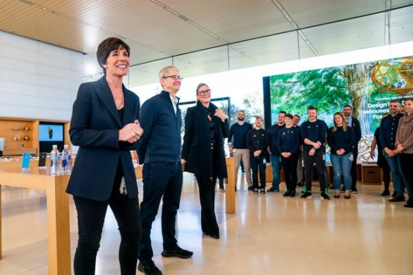 Angela Ahrendts lascia Apple, Deirdre O'Brien nuova responsabile retail