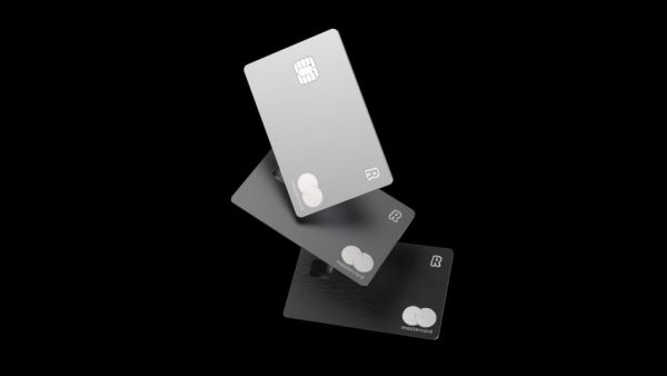 Le carte Revolut Metal ora sono disponibili nei colori Silver e Space Grey